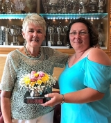 Lyn Price receiving the Rosebowl trophy from Steph Jenkins, 2018 Ladies' Captain